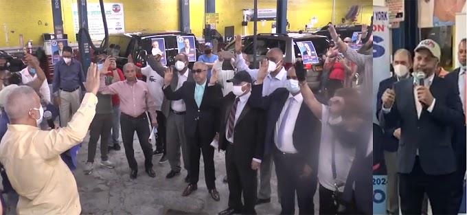 Más de 200 ex dirigentes y militantes del PRD se juramentan en el PRM en apoyo a Abinader