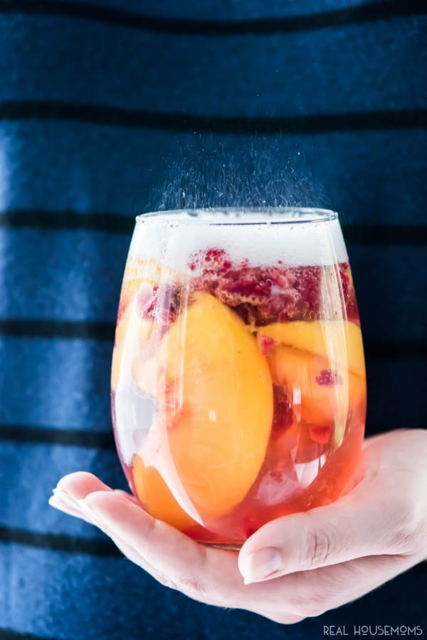 SPARKLING WHITE PEACH SANGRIA #sangria #drink #healthyrecipe #smoothie #cocktail