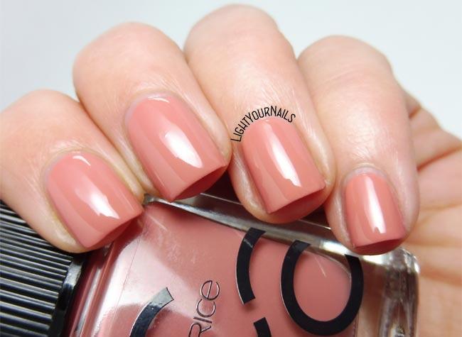 Smalto nude Catrice ICONails 09 Vintagged Pink nail polish