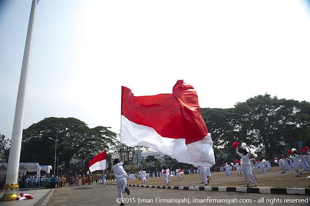 Siswa-siswi  Sukabumi menggelar kolosal  dalam Peringatan Sumpah Pemuda 2015