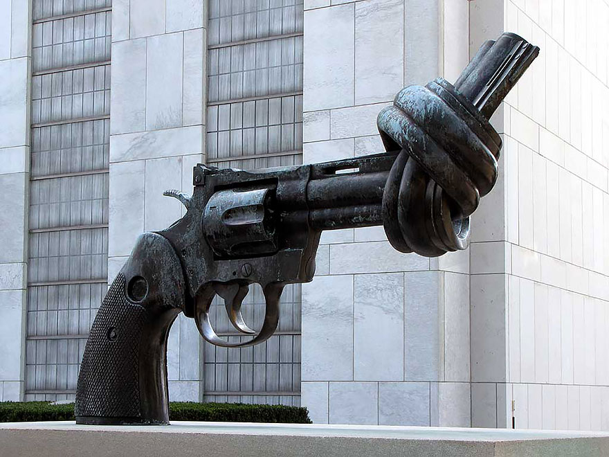 42 Of The Most Beautiful Sculptures In The World - The Knotted Gun, Turtle Bay, New York, Usa