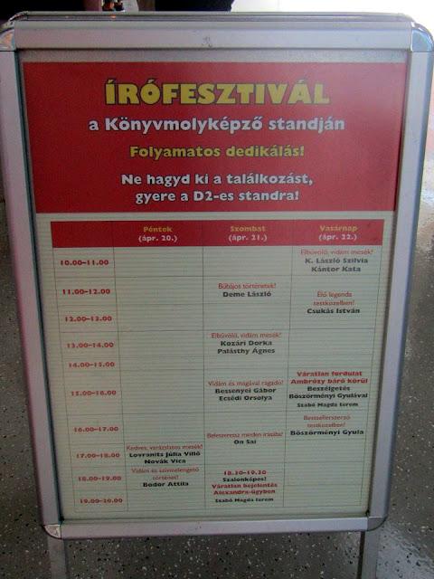 25. Budapesti Nemzetközi Könyvfesztivál, Gyerek(b)irodalom, Könyvmolyképző Kiadó stand, D02, Írófesztivál dedikálási plakát.