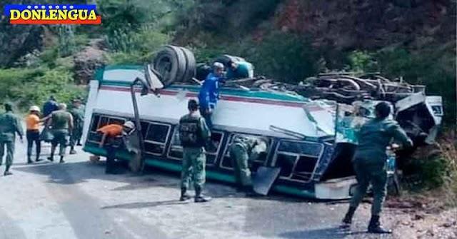 Autobús volcado en Trujillo estaba repleto de milicianos chavistas que iban para un acto