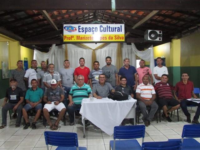 Jogos das oitavas de finais da III Copa Ampar serão disputados dias 3 e 4/8; reunião do diretor do DEAMP com prefeitos e dirigentes em Lagoinha do Piauí discute etapa final do torneio. Veja fotos