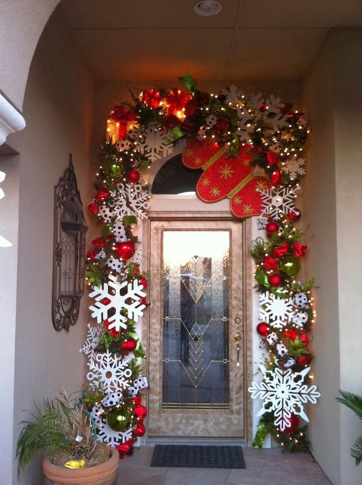 C mo decorar una puerta en navidad for Guirnaldas para puertas navidenas
