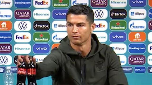 Cristiano Ronaldo hace perder 4 mil millones a Coca Cola, prefiere tomar agua, lo tunden en redes