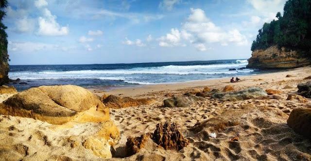 pemandangan-pantai-nampu