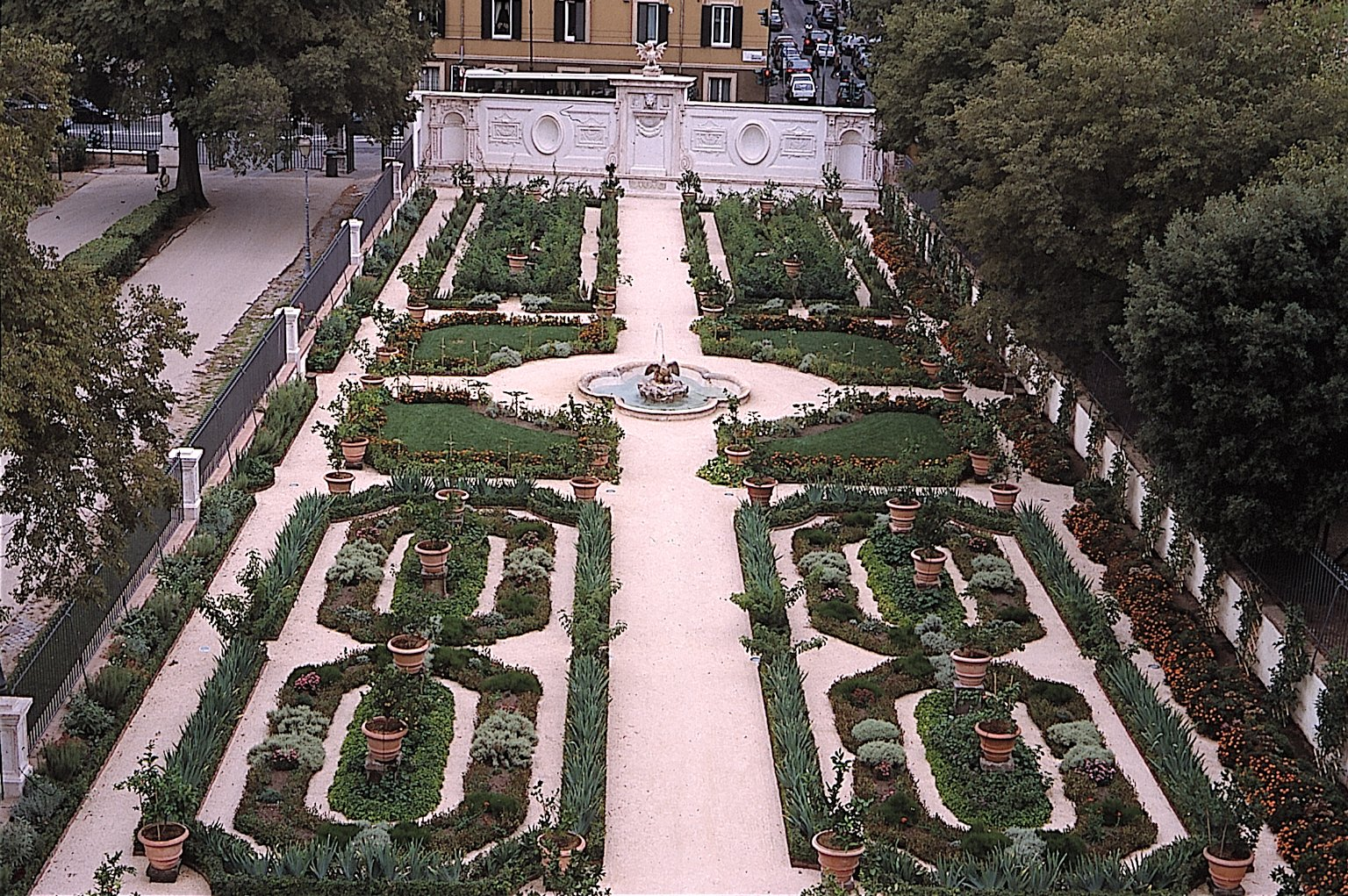 The borghese gardens the secret gardens villa borghese for Garden giardini