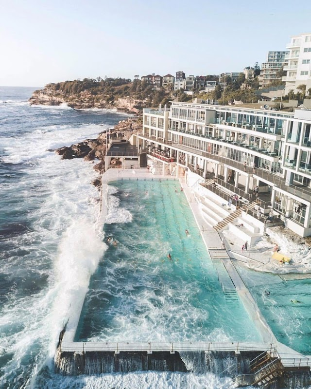 Sydney's swimming pool at sea makes tourists crazy