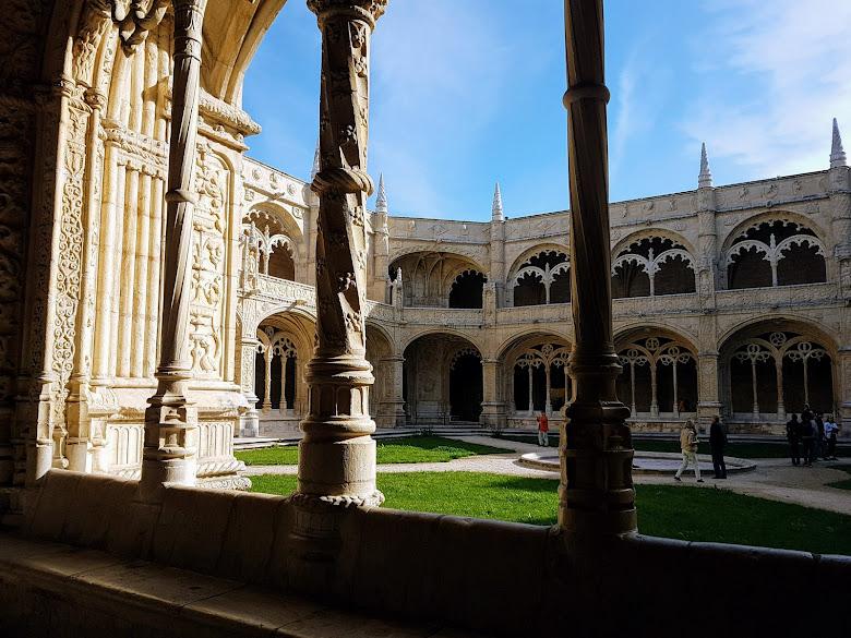 修道院的中庭