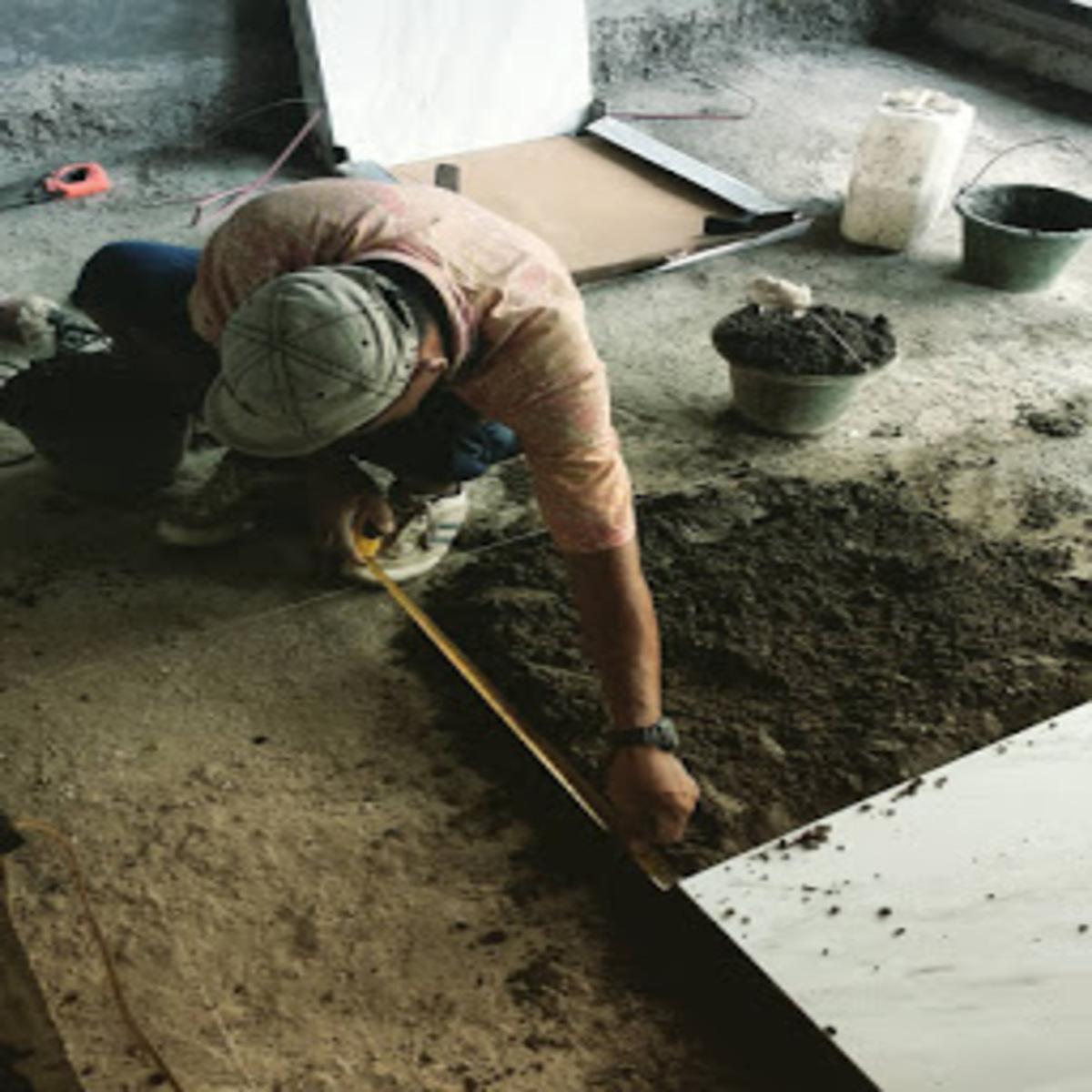 Memasang Keramik lantai Dengan Adukan