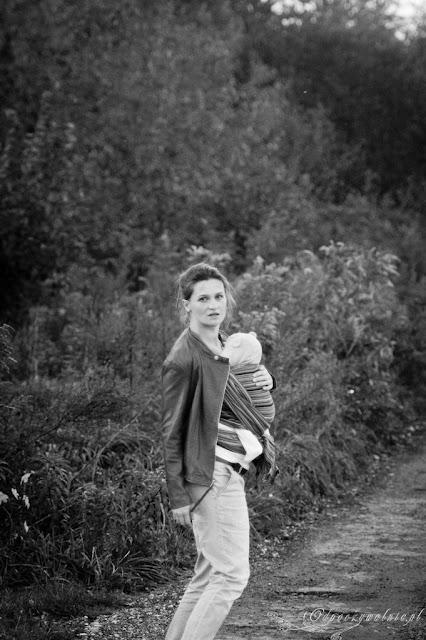 chustonoszenie, jaka chusta do noszenia dziecka, rodzicielstwo bliskości, wyjazd z niemowlakiem