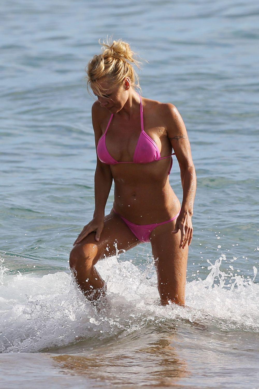 Picture pamela anderson bikini