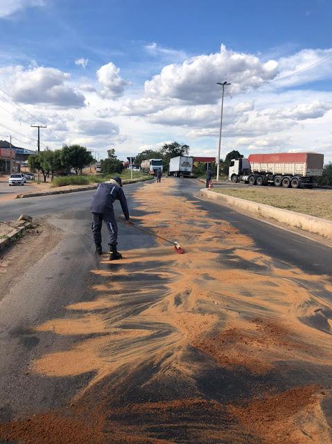 Corpo de bombeiros registra derramamento de óleo na BR 135 em Barreiras