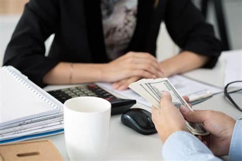 Ingin Ajukan Pinjaman Cepat Cair? Pertimbangkan Dulu 5 Hal Ini Agar Tidak Menyesal!