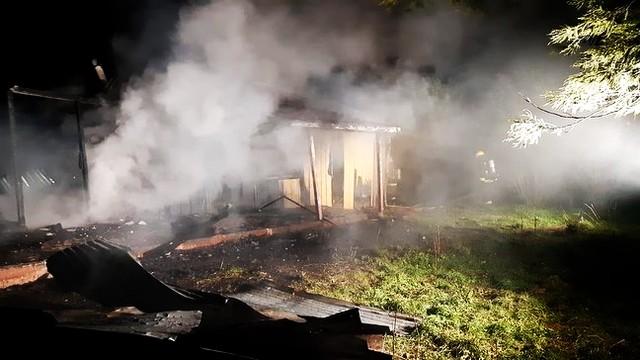 """Investigan causas de incendio que destruyó vivienda al interior de fundo """"Las Tortolas"""""""