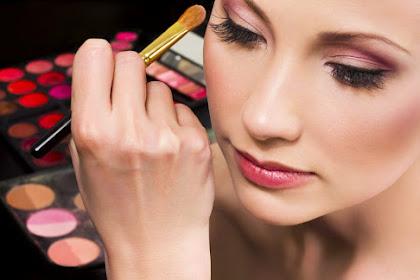 Ngeri! Inilah Akibat Buruknya Kalau Kamu Terlalu Sering Memakai Make Up Tebal