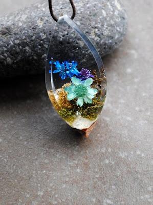 سلسلة ريزن شفاف داخلها ورد طبيعي مجفف