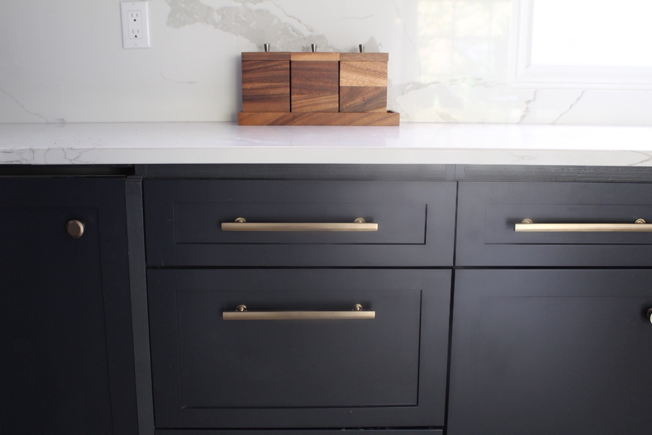 knobs or pulls on kitchen cabinets