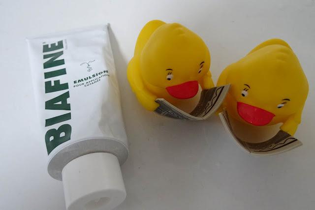 Biafine Emulsion mit Badeenten in Gelb die Bildzeitung lesen