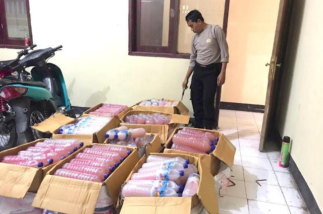 Jelang tahun baru, ratusan botol miras diselundupkan dari Lombok