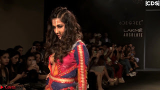 Chitrangada+Singh+walks+the+Ramp+in+Sizzling+Deep+Neck+Top+%7E+CelebsNext+Exclusive+010.jpg