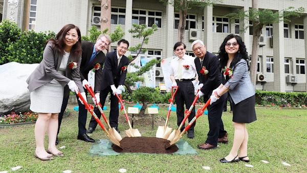彰化師大攜手傅爾布萊特基金會 植樹呼應世界地球日