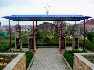 Бахмут. Арка ворот Свято-Покровской церкви