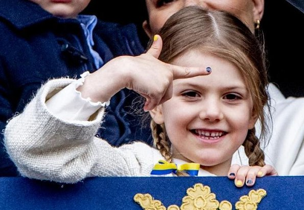 Queen Silvia, Princess Victoria, Princess Estelle, Prince Oscar, Princess Sofia, Prince Alexander, Princess Madeleine and Princess Leonore watched the celebrations
