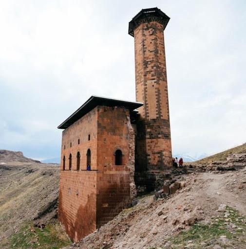 Ebul Manuçehr Cami nerede yer almaktadır?