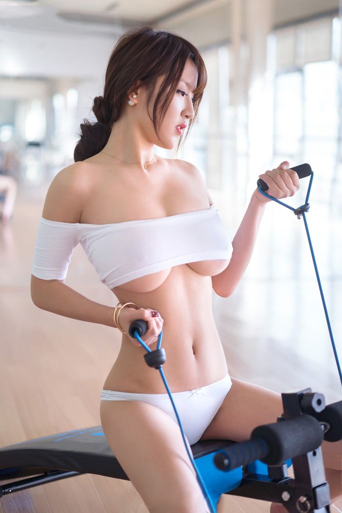 naked asian girl gym