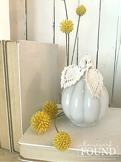 coastal style,beach style,decorating,diy decorating,re-purposing,white,DIY,vintage style,boho style,neutrals,vintage,thrifted,fall,pumpkins,fall decorating, pumpkin decor, decorating with pumpkins, diy pumpkins,glass globe pumpkins,glass pumpkins,fall home decor,farmhouse decor,boho chic home decor,boho chic fall decor