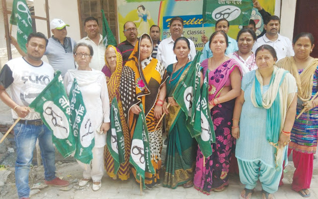 Tigondo BJP, led by Umesh Bhati, included hundreds of BJP women activists in INLD