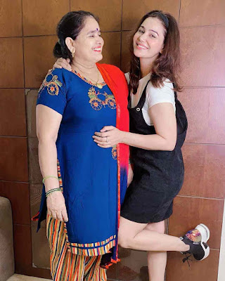 Kangna Sharma with Mom