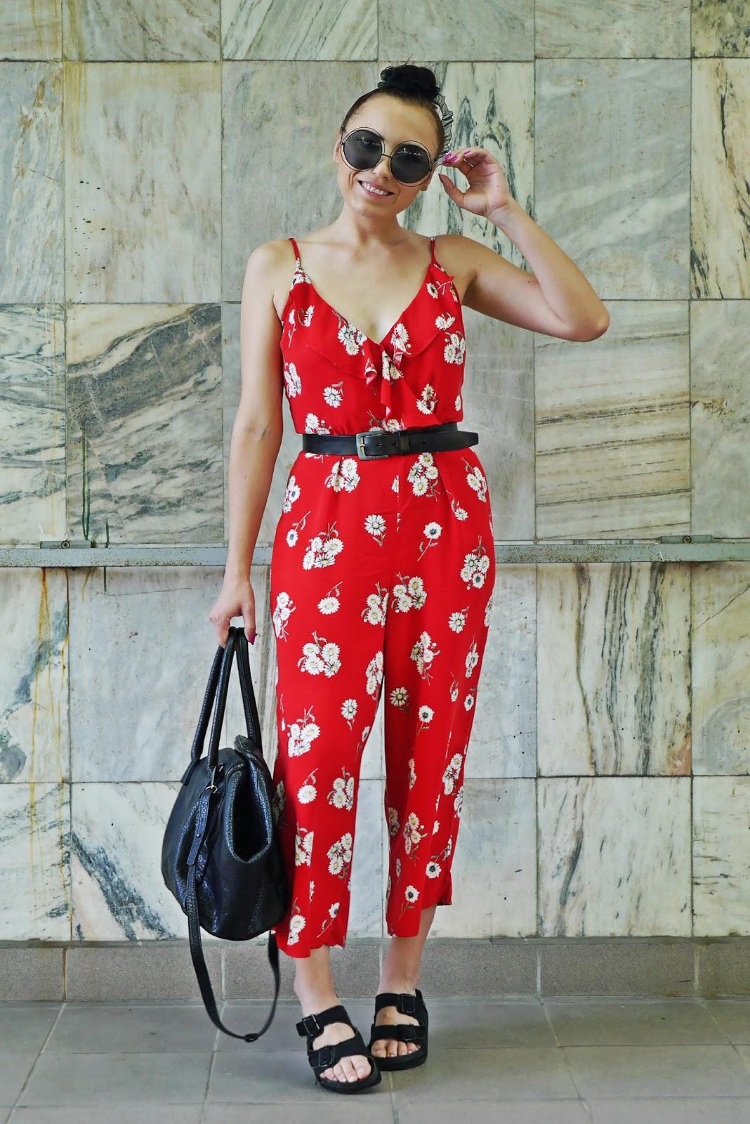 Czerwony kombinezon w kwiaty h&m klapki cropp pasek leis karyn blog modowy blogerka modowa
