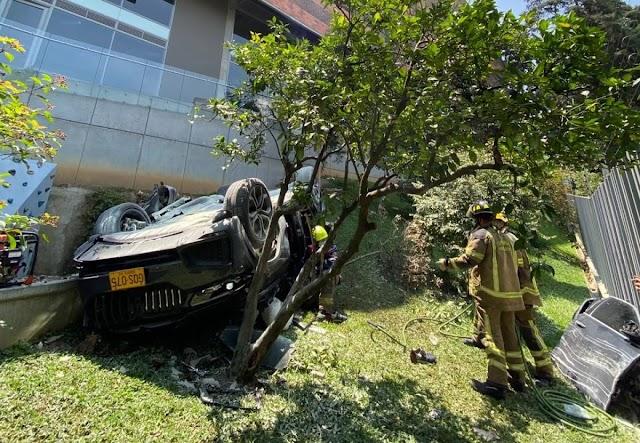 Colombia, encuentran armas y dinero en el carro blindado que cayó de un quinto piso