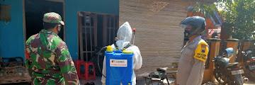 Babinsa Koramil Tirto Bersama Bhabinkamtibmas Lakukan Pendampingan Penyemprotan Desinfektan