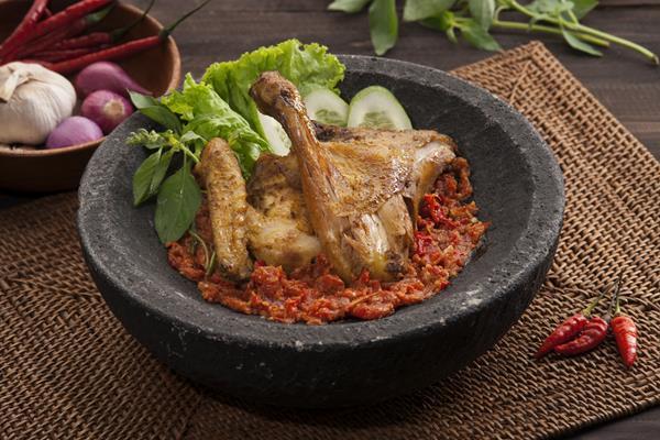 Resep Sambal Ayam Penyet yang Gurih, Lunak dan Mantab