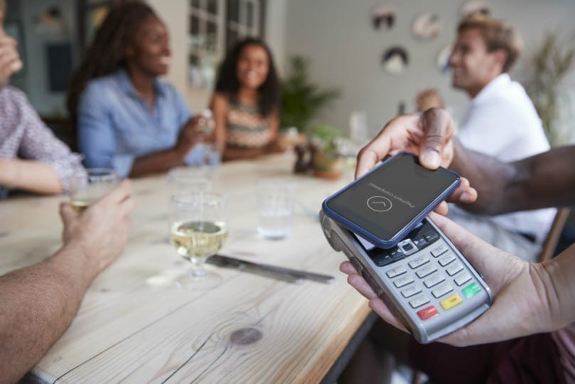 pagamento contactless smartphone