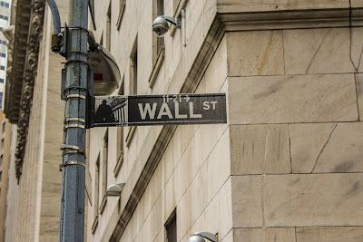 Sophie Backs: Wall Street (via Unsplash)