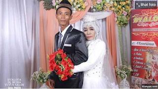 Setahun Jadi Anak Angkat, Pemuda 24 Tahun Ini Menikahi Nenek 65 Tahun : Orang Senang Sama Senang