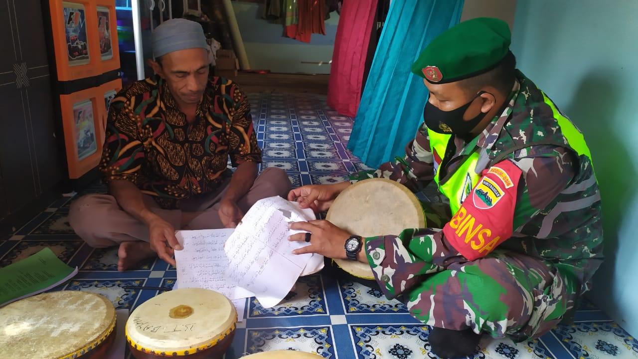 Babinsa Desa Cemaga Tengah Lakukan Komsos Dengan Ketua Alat Musik Tradisional Gendang Larak