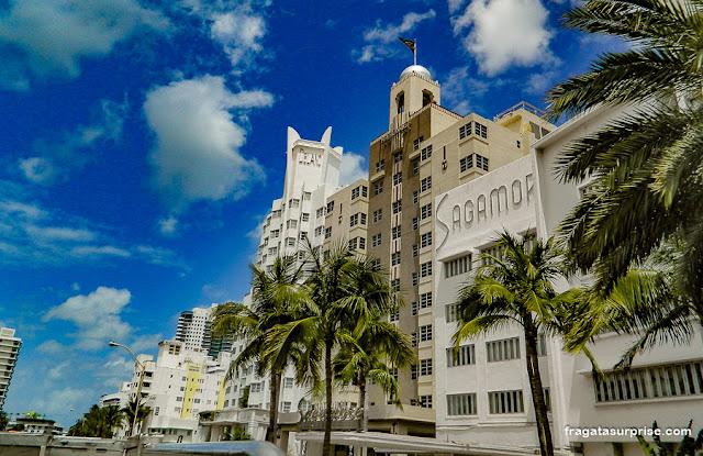 Edifícios art déco em Miami Beach, os hotéis Delano, National e Sagamore, na Collins Avenue