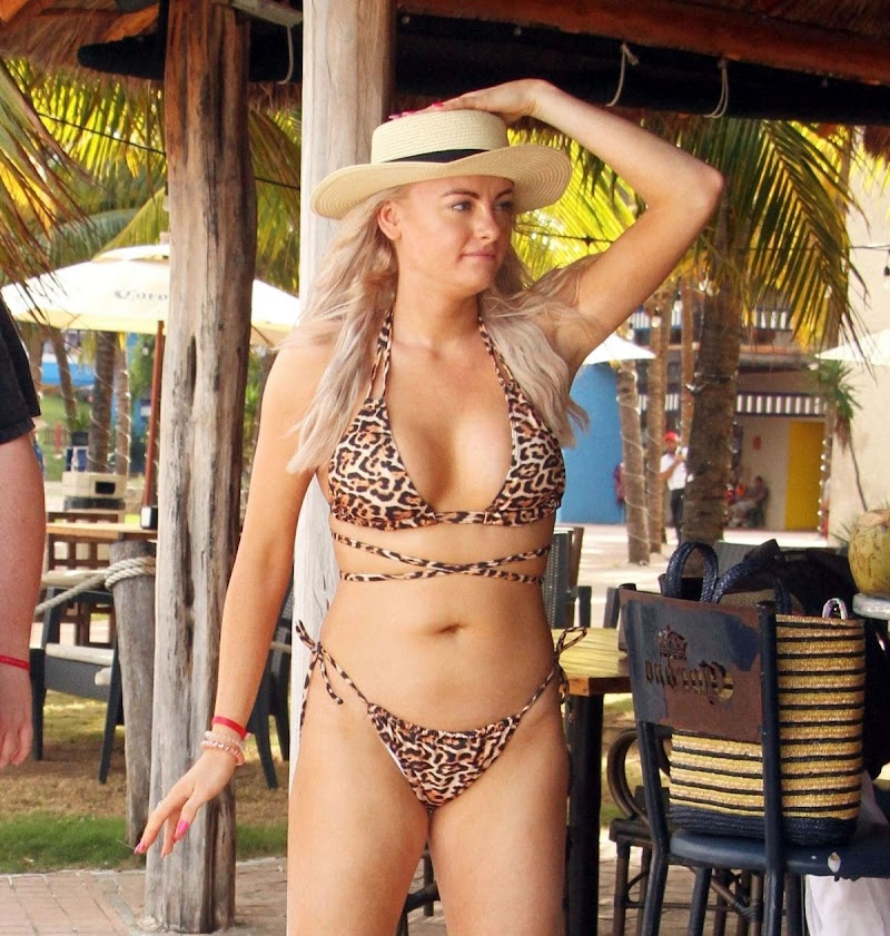 Katie McGlynn Featured in Bikini on Vacation in Mexico 20 Feb-2020