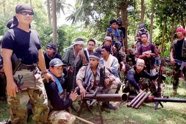 Aparat Keamanan Filipina Baku Tembak dengan Abu Sayyaf, Satu orang Sandera Asal Indonesia Tewas