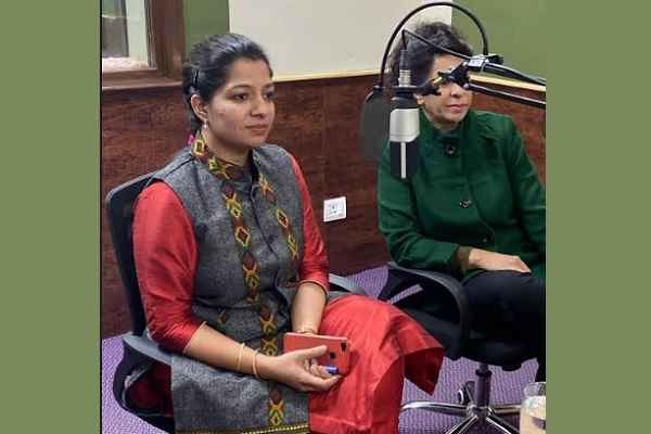 acp-dharna-yadav-renu-bhatia-aware-women-right-radio-station