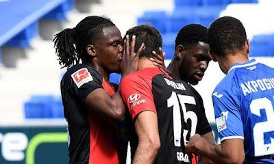Tin HOT bóng đá sáng 17/5: SAO Bundesliga phạm luật vì ăn mừng quá nhiệt