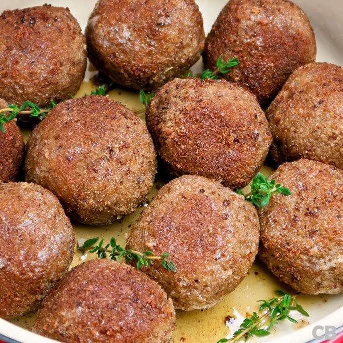 Echte Limburgse gehaktballen geserveerd met honing-mosterdmayonaise