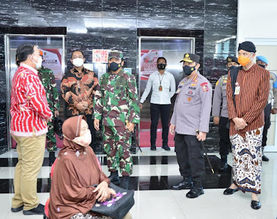 Panglima TNI dan Kapolri Pimpin Serbuan Vaksinasi Bagi Prajurit dan Lansia di Semarang