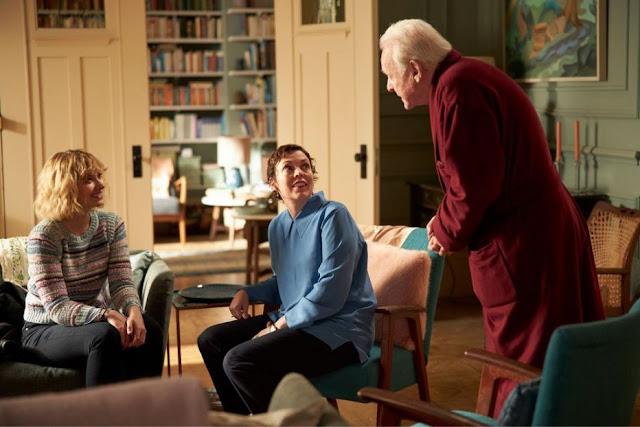 Imogen Poots, Anthony Hopkins y Olivia Colman. Foto de Sony Pictures Classics.
